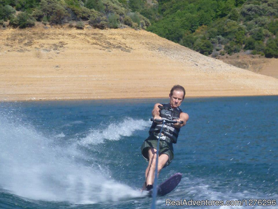 Waterskiing Shasta Lake | Image #14/24 | Boating Tours