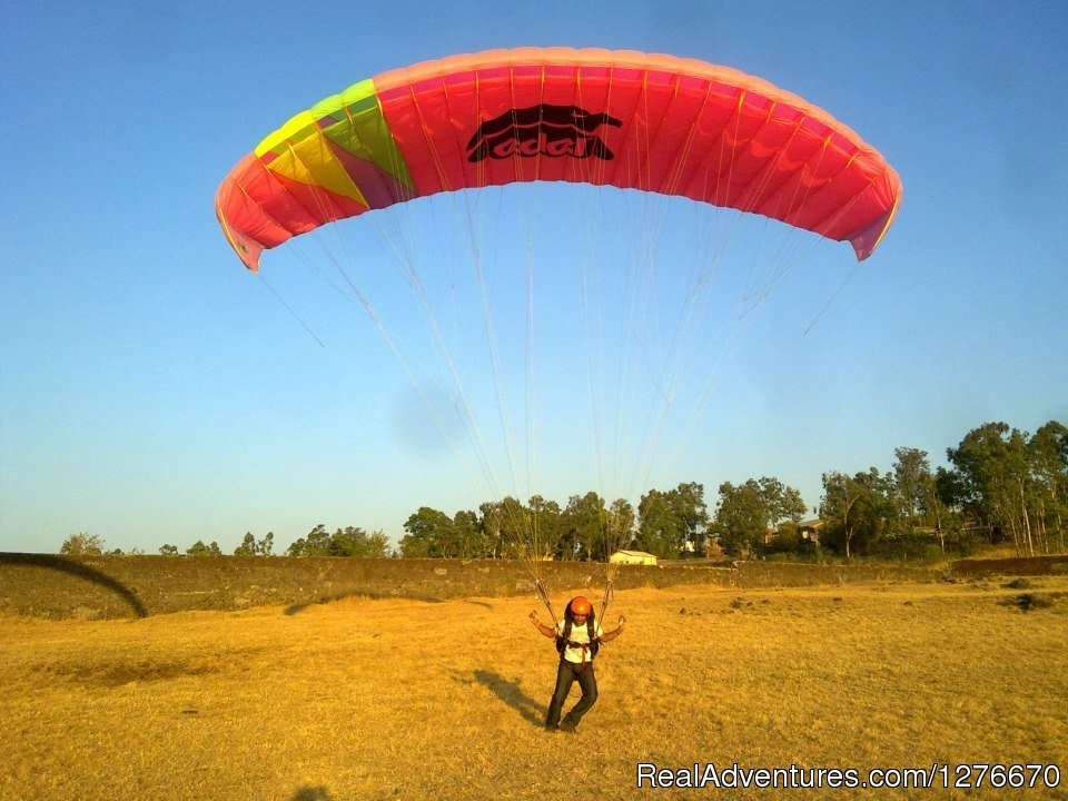 Ravine hotel is a unique three star paragliding retreat providing one of the best locations for paragliding in India. Paragliding enthusiasts stopping at Pune Mumbai, paragliding at Hotel Ravine is a very convenient option.