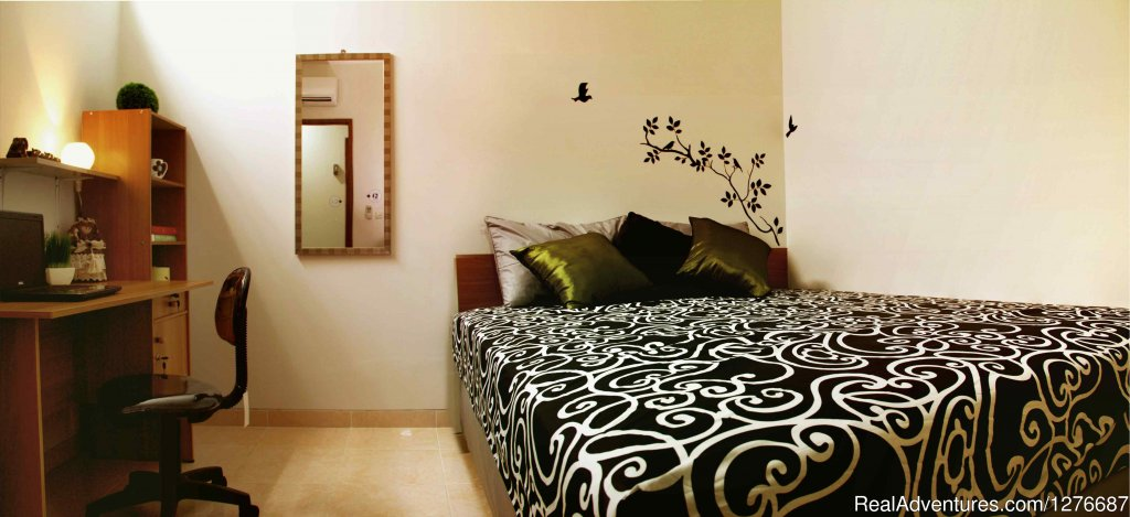 Room Type 1: 1 Queen Sized Bed | Image #11/17 | Room for Rent In Central Jakarta