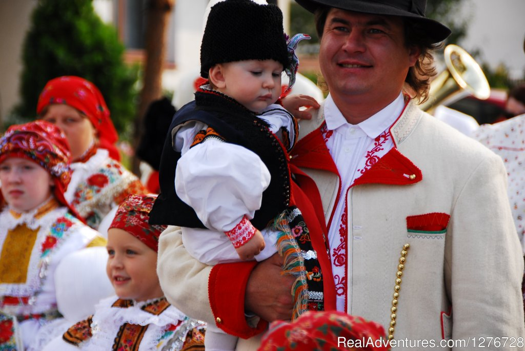 Proud father and his sun in traditnal folk costume | Image #11/21 | ATYPUS ADVENTURES - european private tours