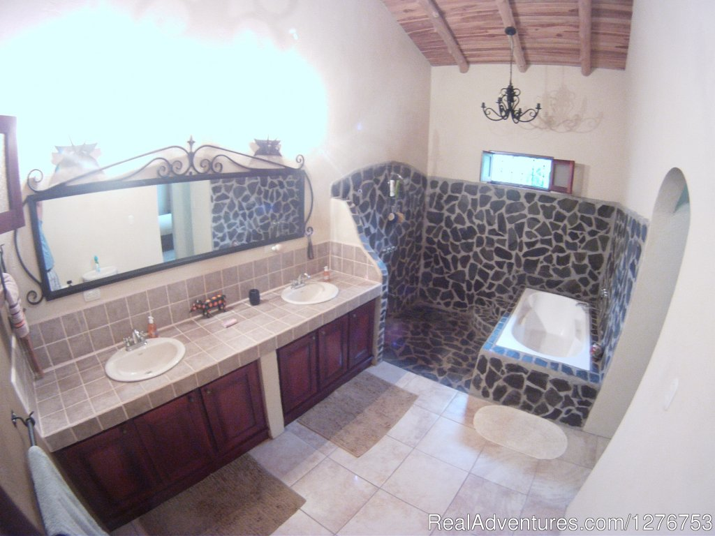 Master bathroom | Image #9/12 | Playa Hermosa/Jaco Private Home w/pool