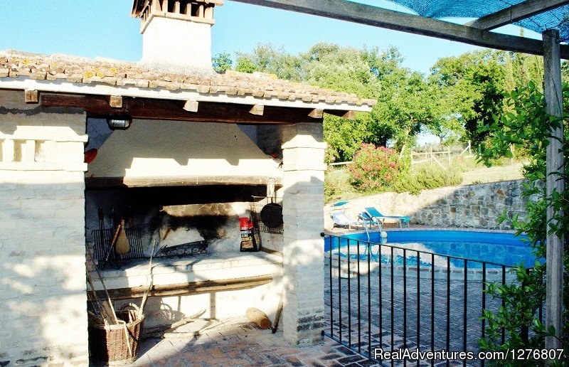 Outdoor barbecue | Image #2/7 | Old stonehouse with pool in the heart of Italy