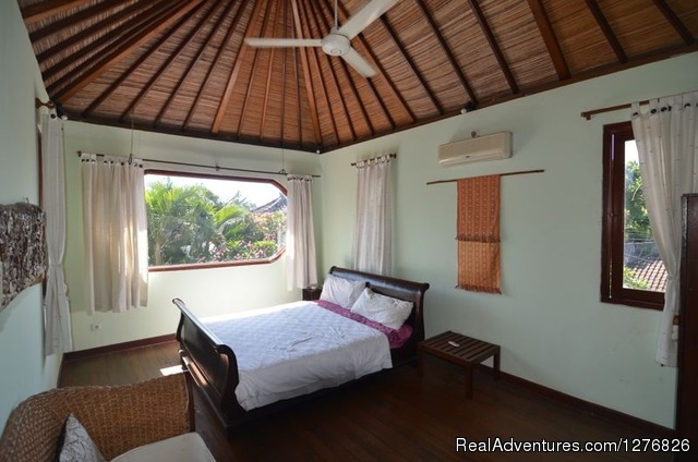 Nice villas in Bali Indonesia: Guest room upstairs