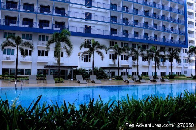Tropical inspired swimming pool - Sea Residences Condominium next to SM Mall of Asia
