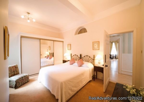Modern South Kensington Apartment | Image #5/23 | Quality London Serviced Apartment for Great Breaks
