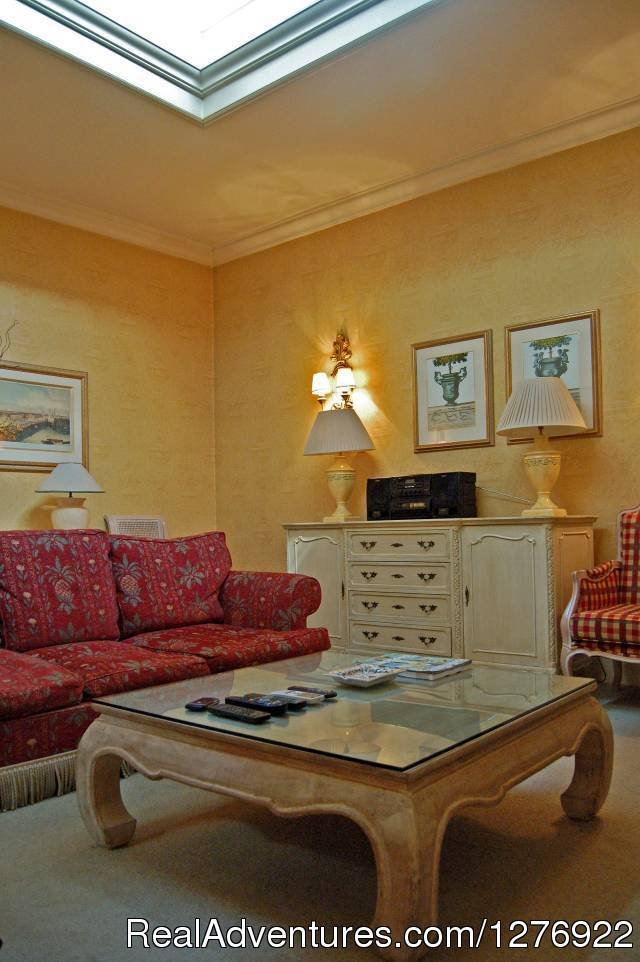 Stunning English Style Apartment near Oxford Street | Image #12/23 | Quality London Serviced Apartment for Great Breaks