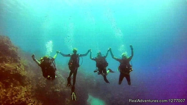 Women's DIVE Adventure, Roatan, Honduras