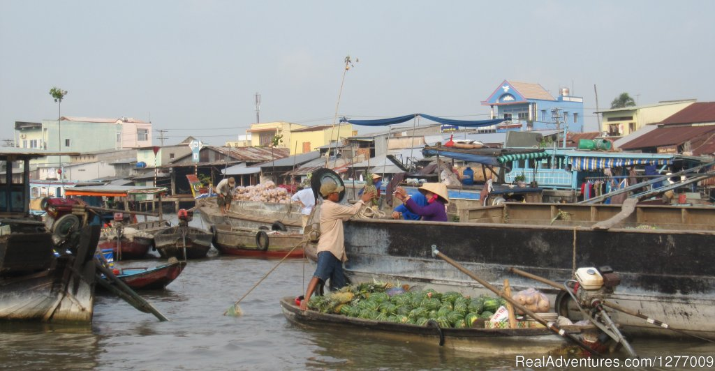 Floating market in CAN THO | Image #4/8 | BIKING 5 days/4 nights - MEKONG DELTA