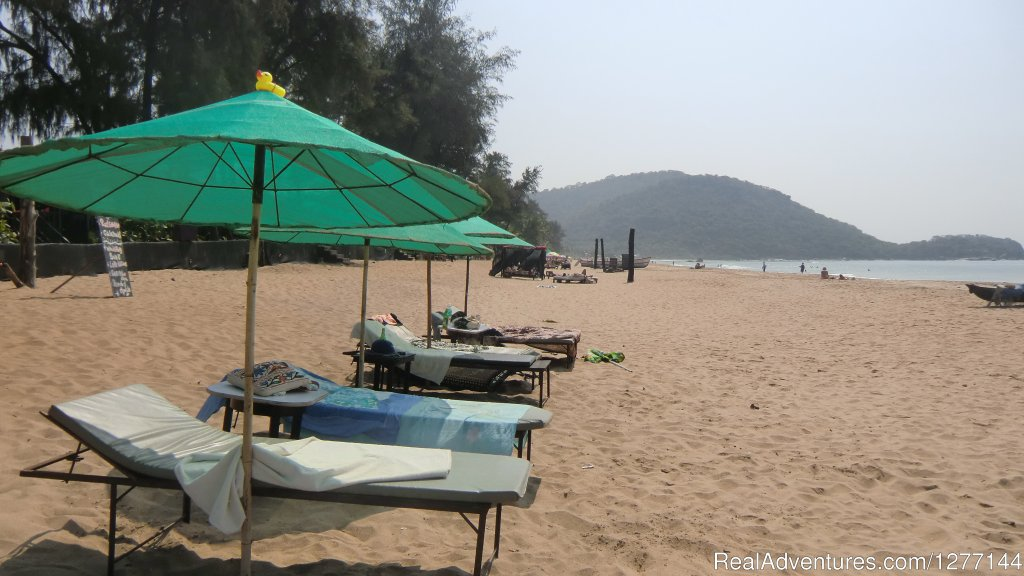 Beach to the south | Image #7/10 | DucknChill-Agonda, Huts, Bar and Restaurant
