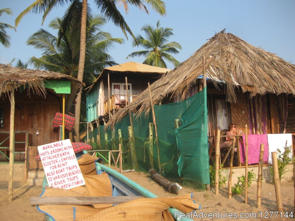Front and Seaview hut | Image #8/10 | DucknChill-Agonda, Huts, Bar and Restaurant