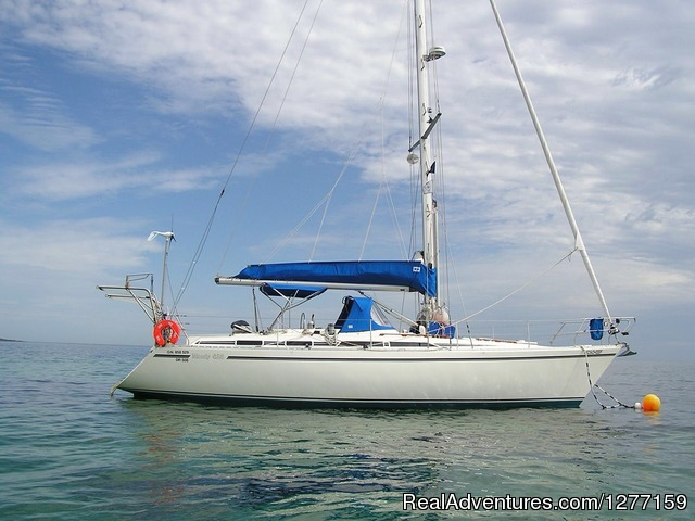 Mischief, a Moody 425 - Sailing in San Blas Islands