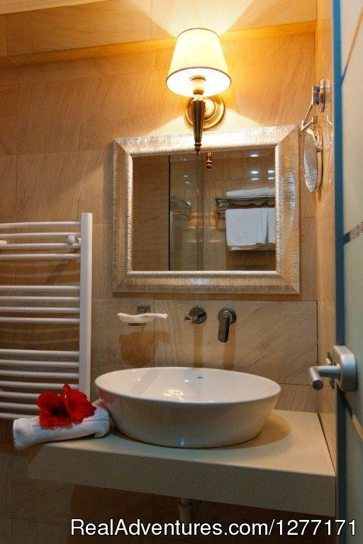 Bathroom | Image #4/17 | Traditions and Comfort at Roman Boutique Hotel&Spa
