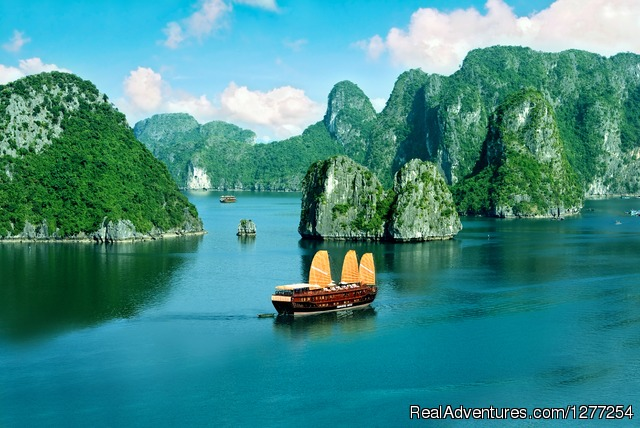 Discover beauty of Halong Bay, Vietnam - Discover beauty of North Vietnam