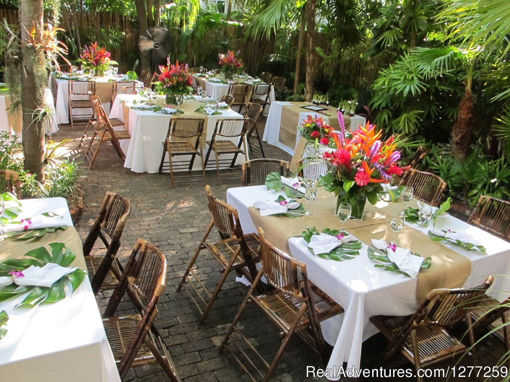 Old Town Manor Key West Garden Reception | Image #12/15 | Old Town Manor Weddings