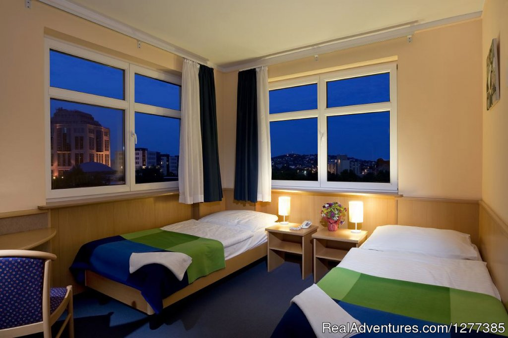 Jagello Hotel twin room by night | Image #6/13 | Jagello Hotel in Budapest