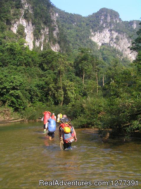 Trekking En cave near Son Doong cave - Trekking to Swallow Cave near Son Doong cave