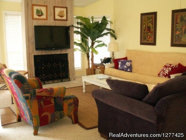 A perfect place to be with family or friends. Apart from offering stunning views of the landscape, this home also provides exquisite facilities and amenities. Our delightfully furnished 3 bedroom townhouse is near Jamaica Beach Galveston TX.