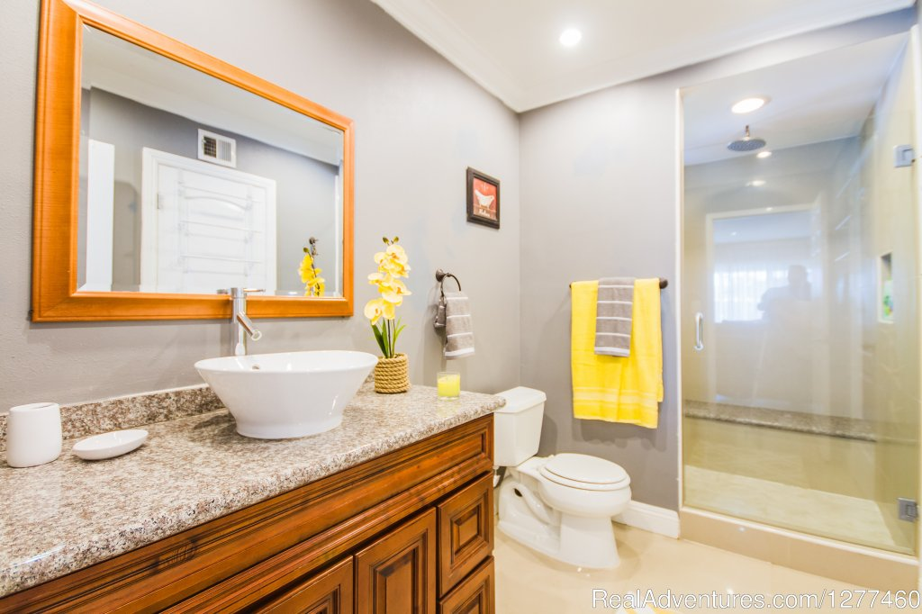 Bathroom 1 | Image #18/25 | Vacation House 5 min. from Disney Land