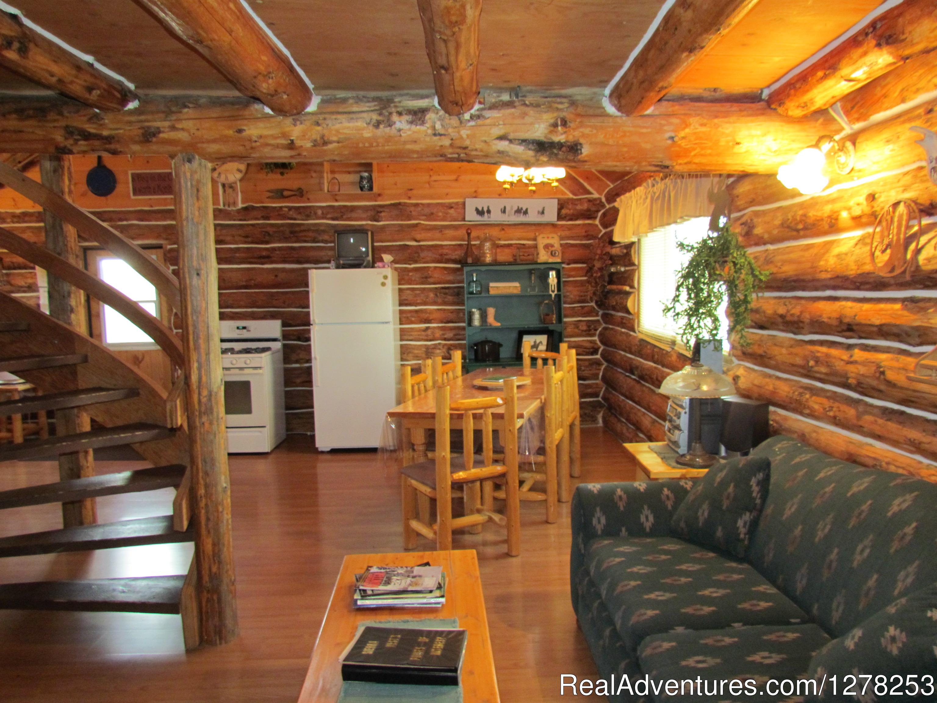 Accommodations | Image #3/4 | Sierra West Cabin & Ranch Vacations