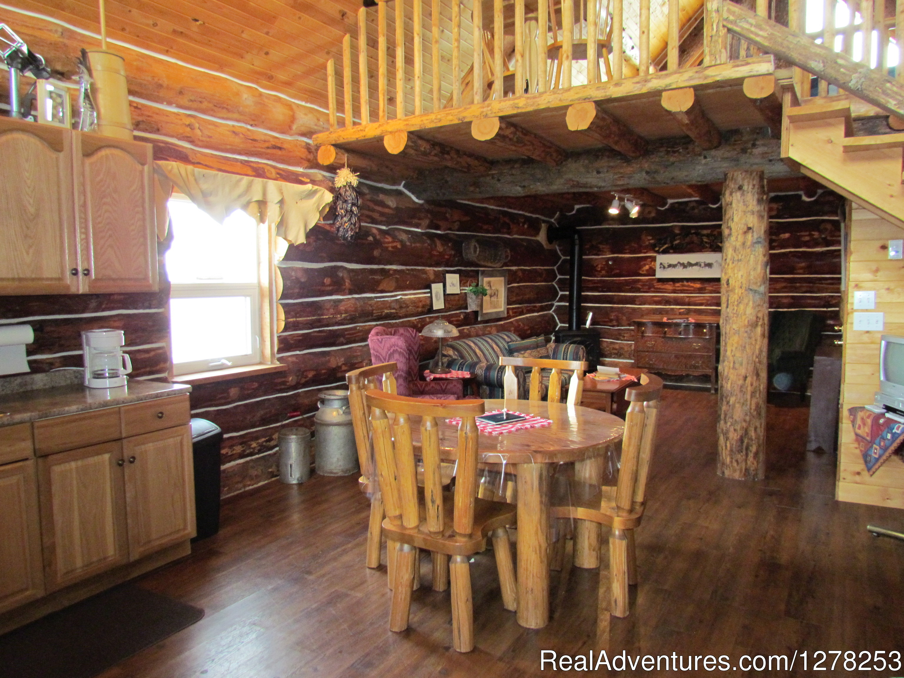 Accommodations | Image #4/4 | Sierra West Cabin & Ranch Vacations