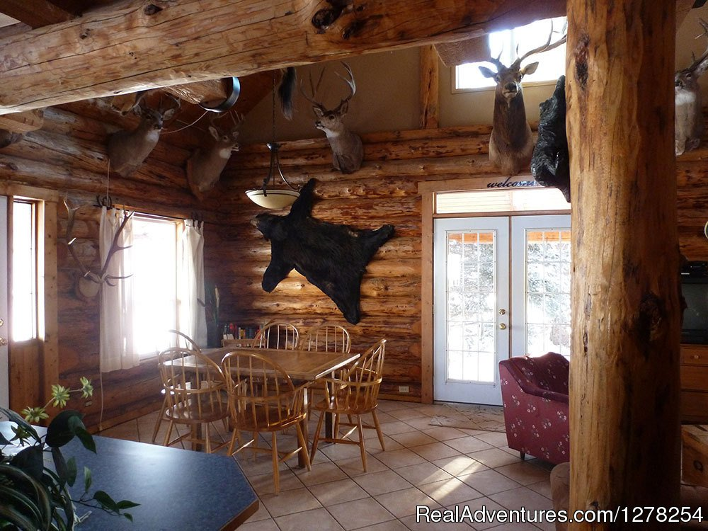 Hunter's Dining area | Image #3/9 | Log cabins in beautiful Kananaskis