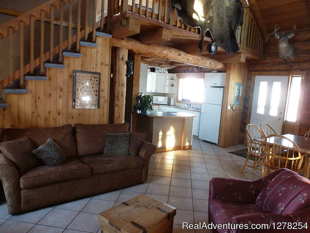 Hunter's main floor | Image #2/9 | Log cabins in beautiful Kananaskis