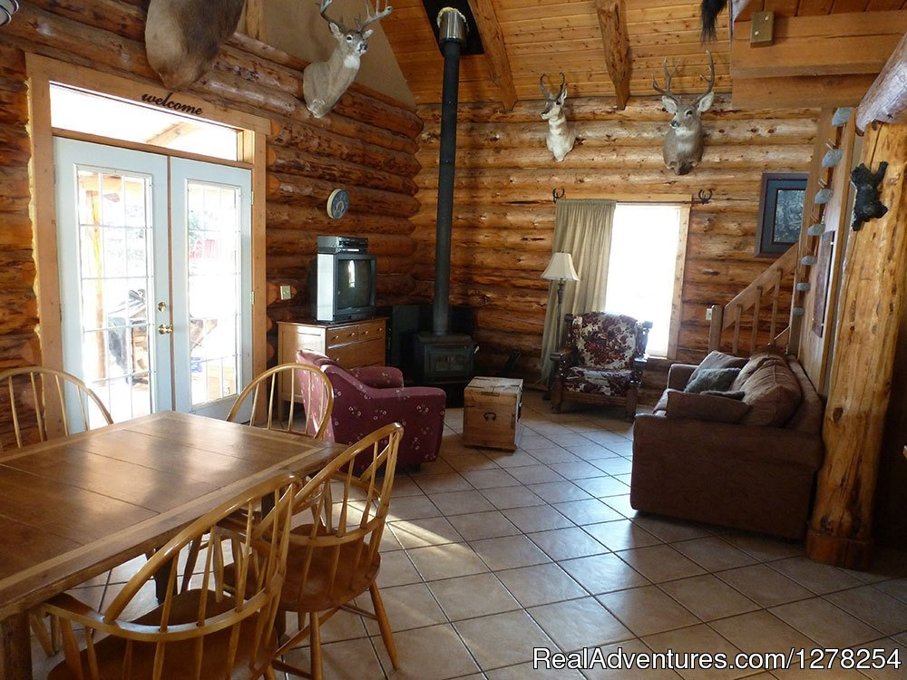 Hunter's living area | Image #5/9 | Log cabins in beautiful Kananaskis