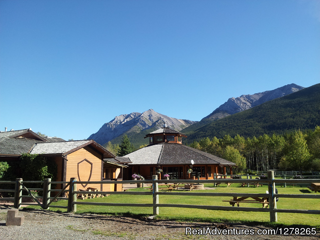 The Kiska Lodge and Patio - Boundary Ranch Home of the 'Guy on a Buffalo'