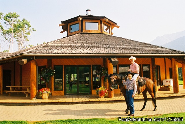 Kiska Lodge - Boundary Ranch Home of the 'Guy on a Buffalo'
