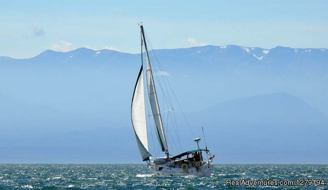 Sailing in Juan de Fuca Strait_Victoria - Blackfish Sailing Adventures