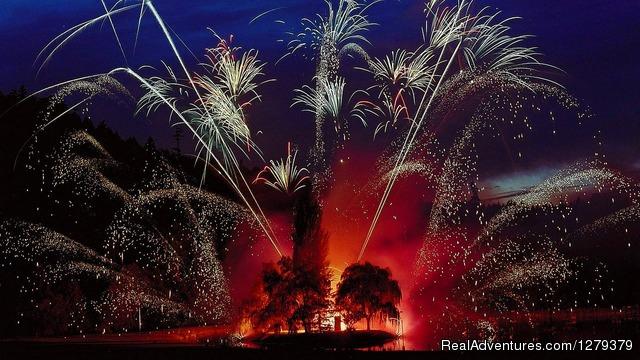 Butchart Gardens Fireworks show (Summer) - CVS Sightseeing