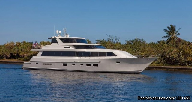 Miami Luxury Yacht - Luxe Yacht Charters