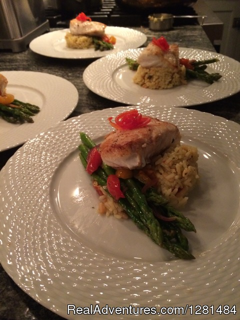 Gourmet meals with customized menu - Trumpy Yacht Charters
