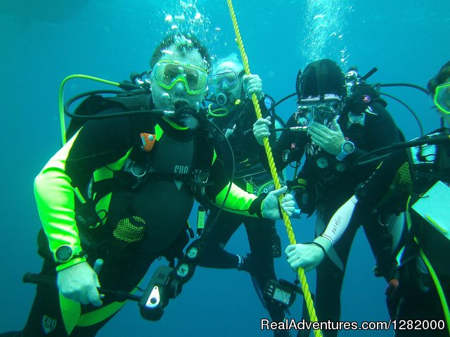 Scuba Emporium: Great dive and now our safety stop.