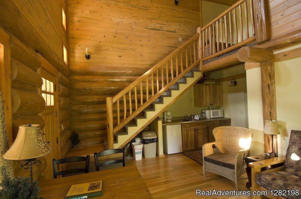 Three Bedroom Cabin Interior | Image #16/20 | River Dance Lodge