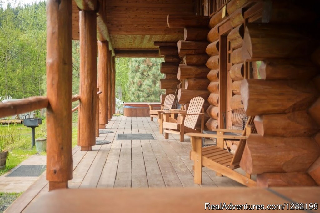 Cabin Deck of Three Bedroom Duplex Cabin | Image #15/20 | River Dance Lodge