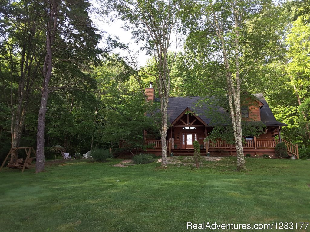 Gorgeous 3 bdrm Log Cabin near Nashville, Indiana in beautiful Brown County. Includes 6-person Hot Tub, 2 Fireplaces, Romantic Master Suite Jacuzzi & see-thru Fireplace, Pool Table & outdoor Fire-pit. Private, Romantic & Secluded surrounded by woods.