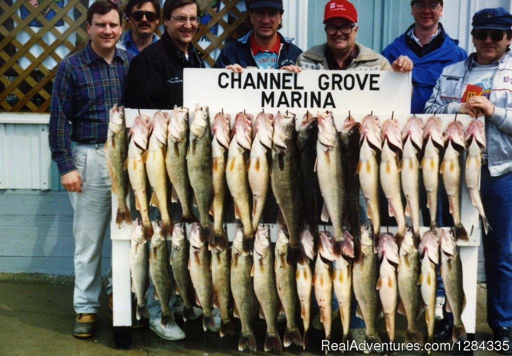 A rack of HUGE walleyes | Image #7/8 | Trophy Hunter Charter Services Inc.