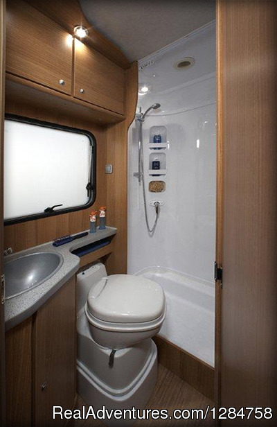 Bathroom - Rent a motorhome and explore Europe