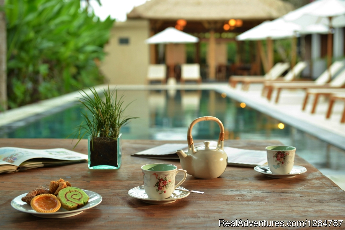 Tea time by the pool