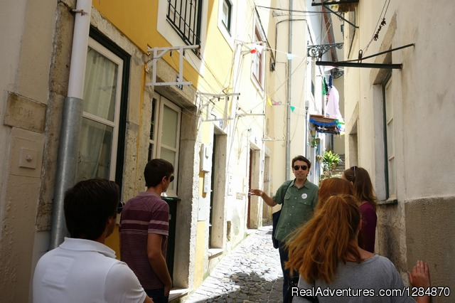 Guided tour in Mouraruia, Lisbon impacTrip