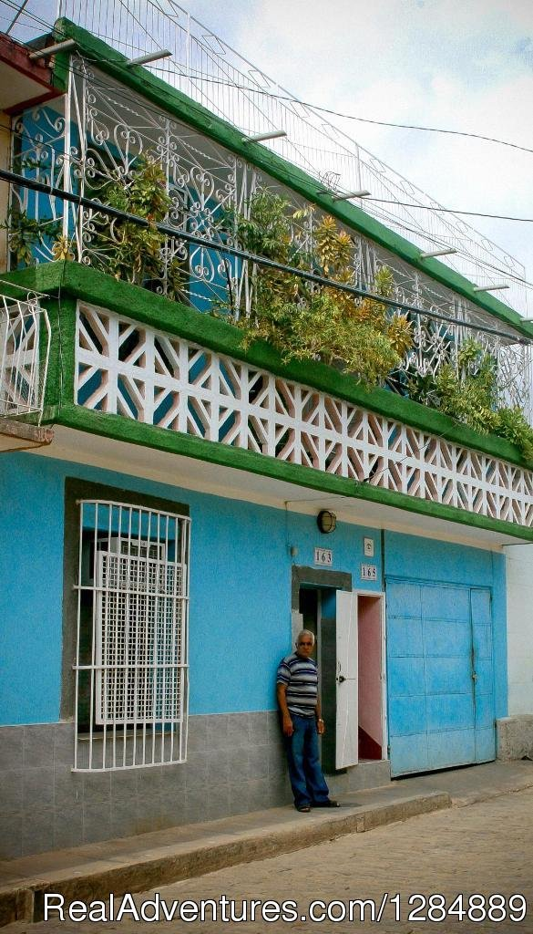The house Patricio is located in the center of the city of Trinidad very close to places like and more frequent visitors: Has separate entrance, second level has two comfortable and well distributed rooms, each with private bath, refrigerator...