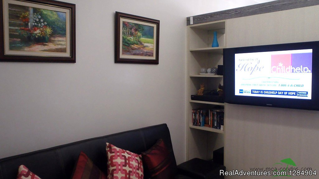 Wide 40' Flat Screen, Cable TV Channels, DVD, free wi-fi