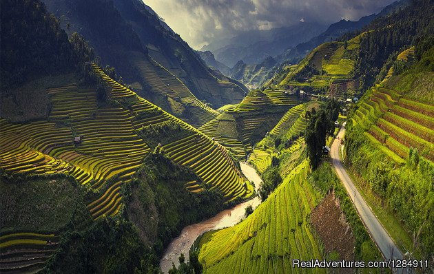 Vivu Travel widely known as KT ADVENTURE were arises as a tiny Vietnam tour operator in 2006, Vivutravel has a very nice head office in Hanoi with branches in Sapa, Hue, Ho Chi Minh City.