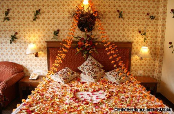 Honeymoon Bed Decoration   Manali   Best Kullu Manali Honeymoon Packages