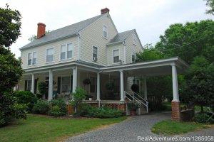 The Grey Swan Inn Bed and Breakfast Bed & Breakfasts Blackstone, Virginia
