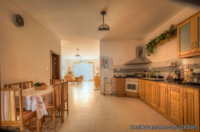 Kitchen and Dinning area - Malta-Sunshine Holiday Apartment