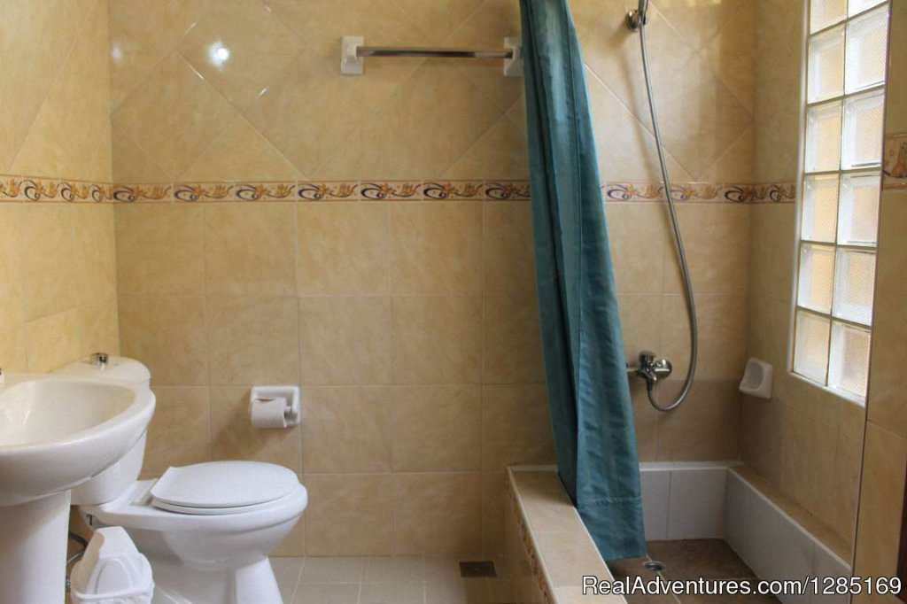 Bathroom 2 | Image #10/13 | Hostal Yixi