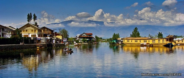 Kashmir Tour Packages at Kashmir Hills