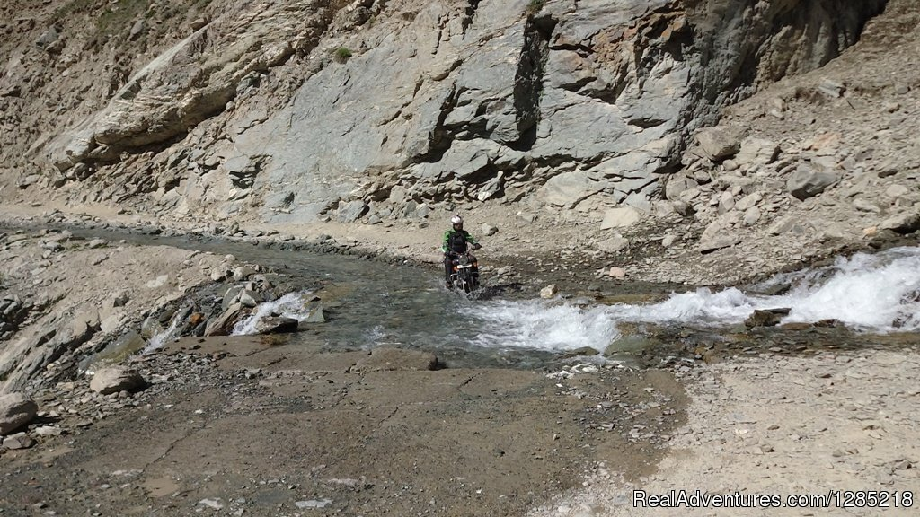 Ice cold water crossing in Himalaya/Ladakh | Image #14/25 | Motorcycle Tours India -Royal Bike Riders